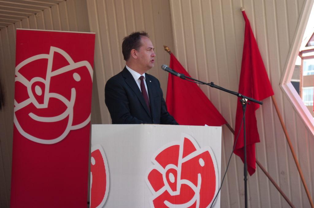 Kenneth G Forslund, ordförande i utrikesutskottet talade om bl.a. Sveriges roll i ett internationellt perspektiv